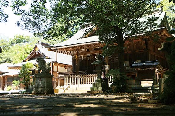 神崎神社の境内